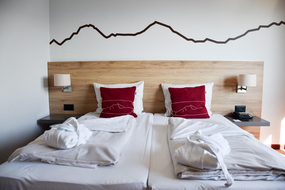Unterkunftstipp Hotel Dorint Blüemlisalp Beatenberg Interlaken Schweiz Schlafzimmer