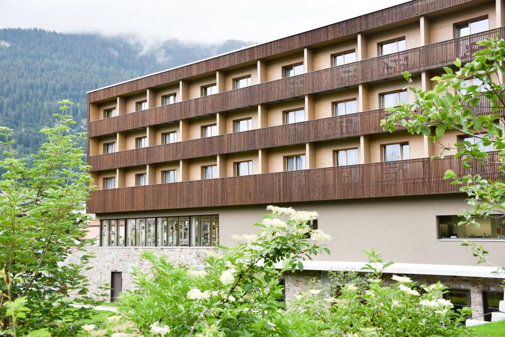 Hoteltipp JUFA Hotel Savognin Graubünden Schweiz Hotel Aussenansicht