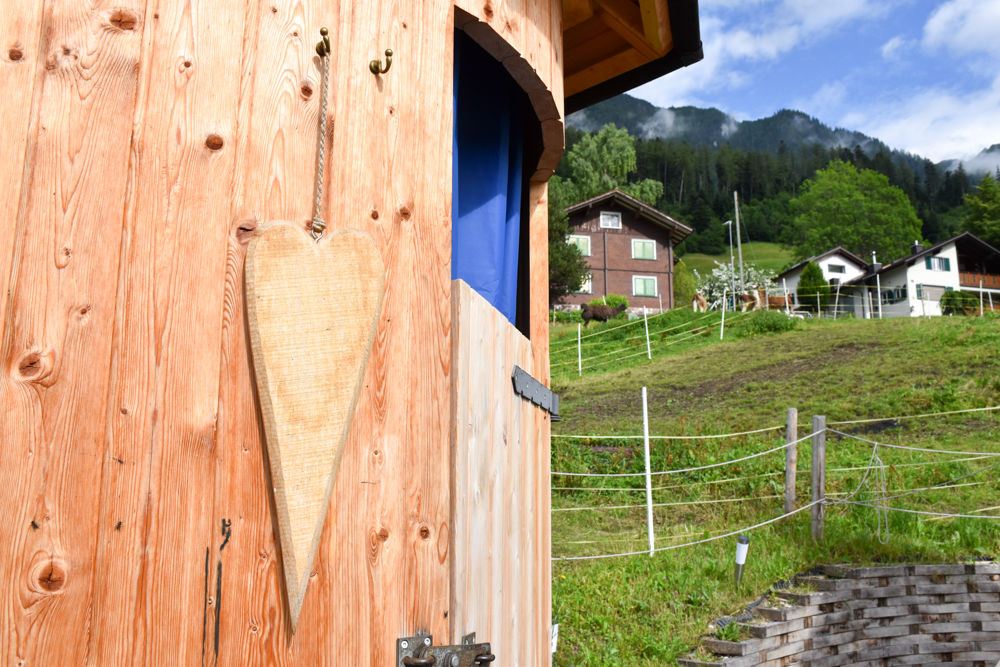 Lamatrekking Tipi Übernachtung Liechtenstein Dusche