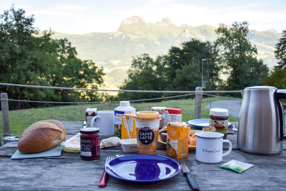 Lamatrekking Tipi Übernachtung Liechtenstein Frühstück