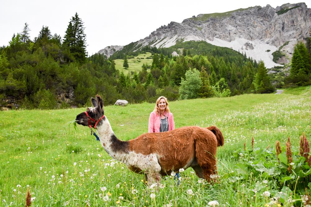 Lamatrekking Tipi Übernachtung Liechtenstein Travel Sisi Esther Mattle Lama Malbun