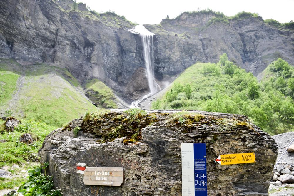 Ausflugstipp Wanderung Wasserfallarena Batöni Heidiland Schweiz Informationstafel Batöni