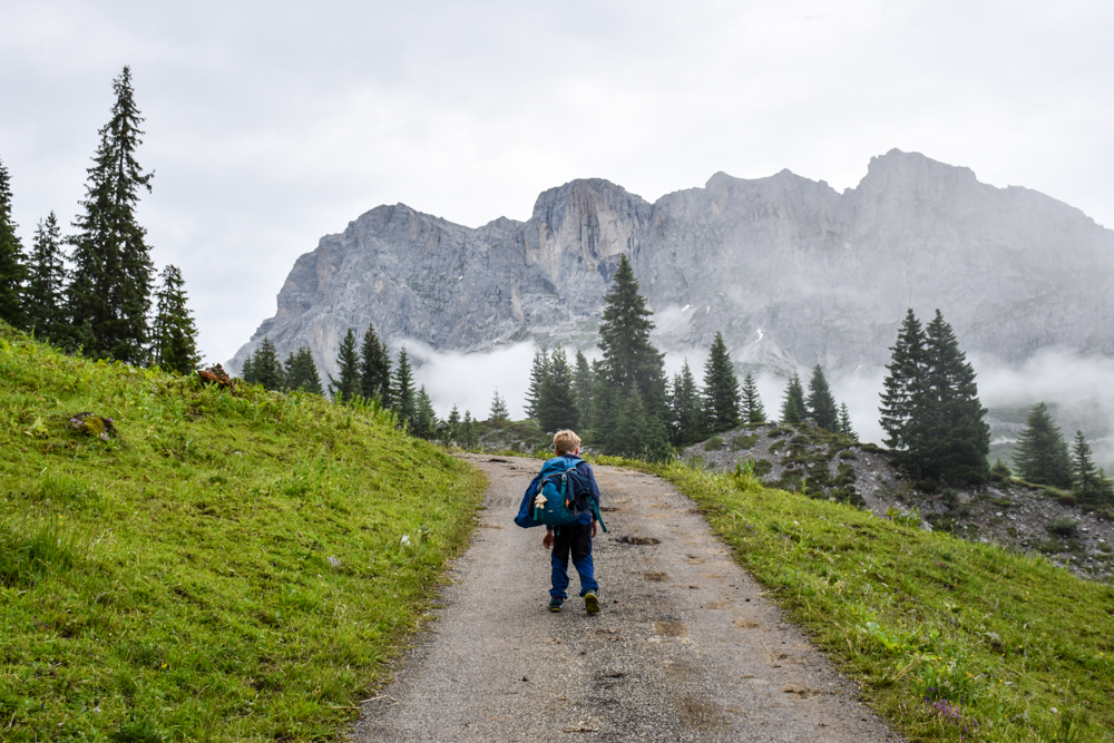 Carschinahütte SAC mit Kindern Prättigau Graubünden Schweiz Aufstieg zum Bärgli