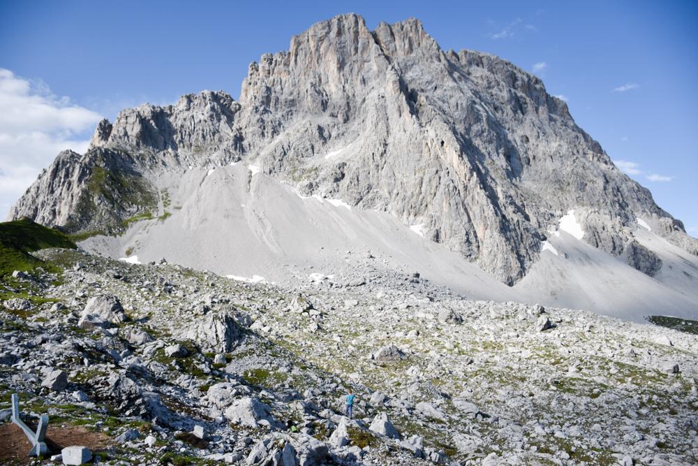 Carschinahütte SAC mit Kindern Prättigau Graubünden Schweiz grandiose Lage am Fuss der Sulzfluh
