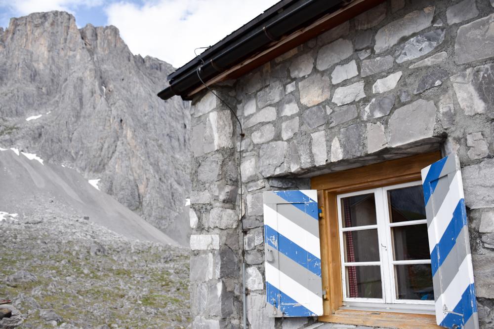Carschinahütte SAC mit Kindern Prättigau Graubünden Schweiz unser Zimmer mit Blick zur Sulzfluh
