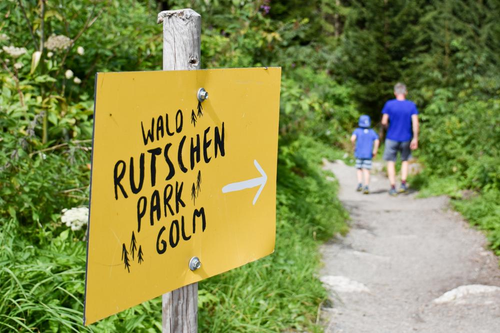 Ausflugstipp Erlebnisberg Golm Montafon Österreich Schild Waldrutschenpark