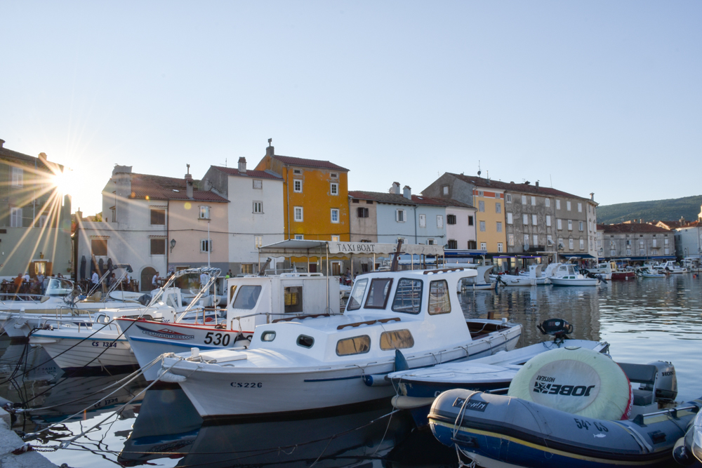 Camping Rundreise Kroatien Familie Hafen Cres Stadt