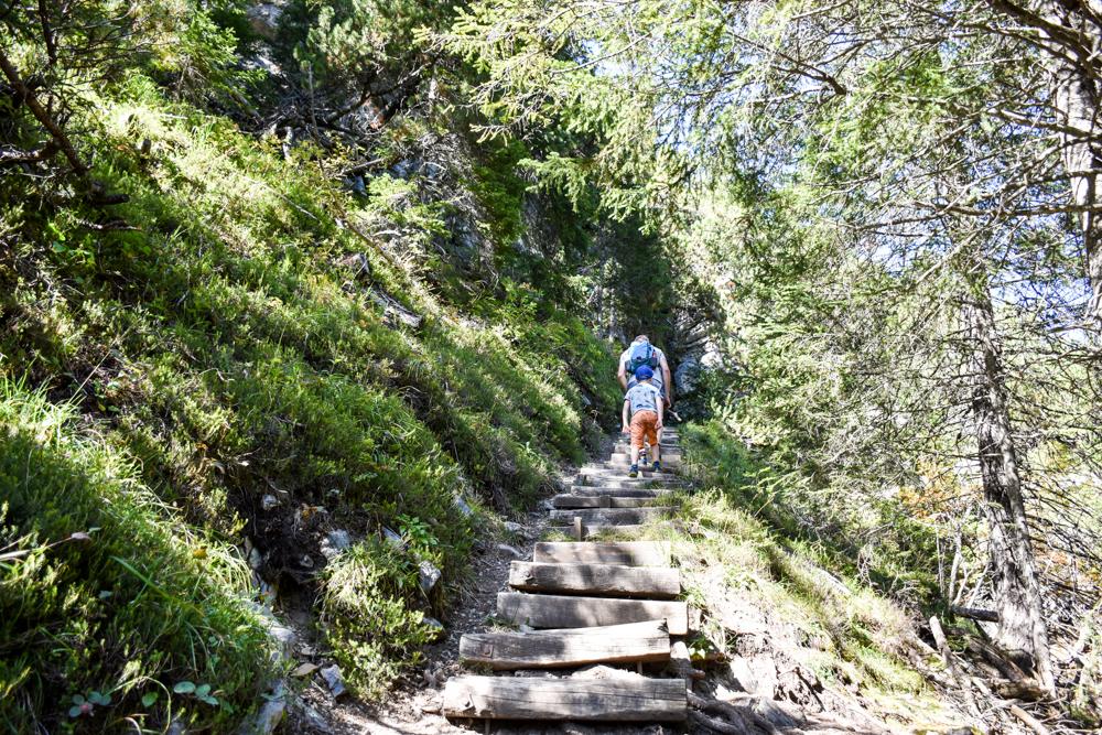 Ausflugstipp Bergün Graubünden Schweiz steiler Aufstieg Bahnerlebnisweg Albula